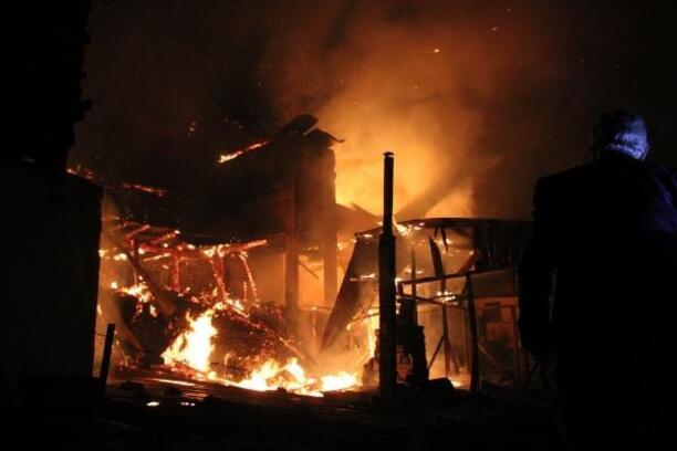 Mahalledeki yangında 7 ev alev alev yandı