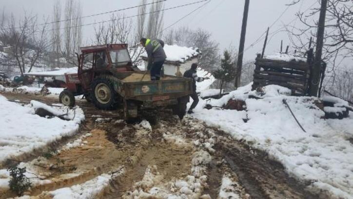 Alaşehir'de kar mesaisi