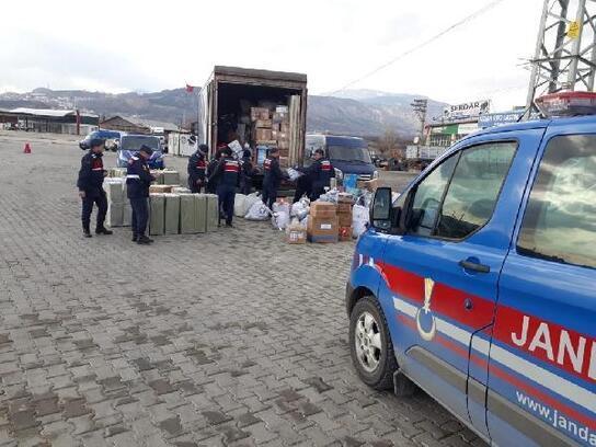 Kargo kamyonu ile kaçak eşya sevkiyatına 5 gözaltı