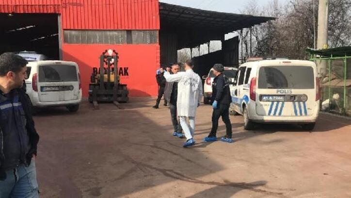 Fabrikanın çatısından düşen işçi öldü
