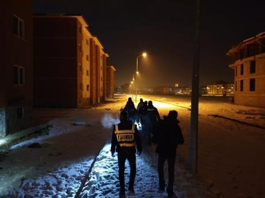Ağrı'da  eksi 24 derecede 'Temiz sokak, Güvenli Şehir' uygulaması