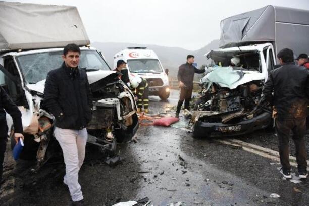 Aydın'da 3 aracın karıştığı zincirleme kaza: 1 ölü, 7 yaralı