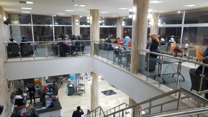 Elazığ Belediyesi'nin depremzedelere hizmeti sürüyor
