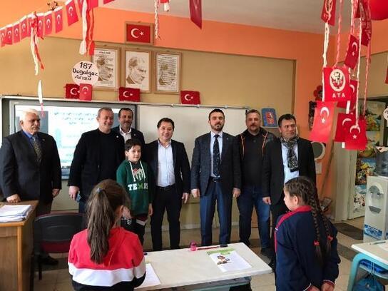 Bursaspor Kulübü Başkanı Mestan, Kestel'de öğrencilerle bir araya geldi