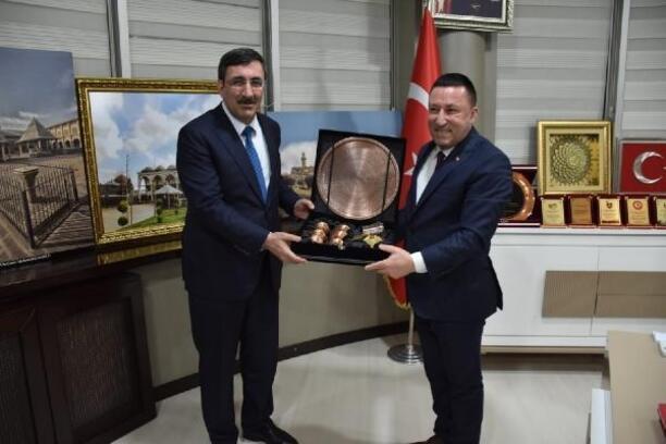AK Parti'li Yılmaz'dan Bağlar Belediyesi'ne ziyaret