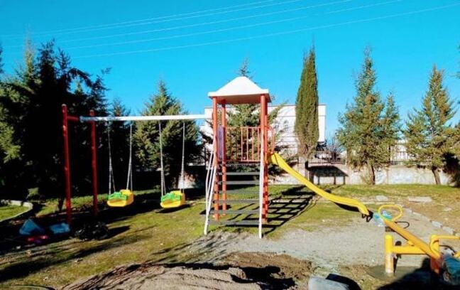 Depremzede çocuklara oyun parkı