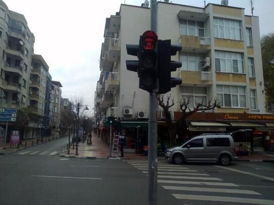 Trafik ışıklarına 'Evde Kal' mesajı