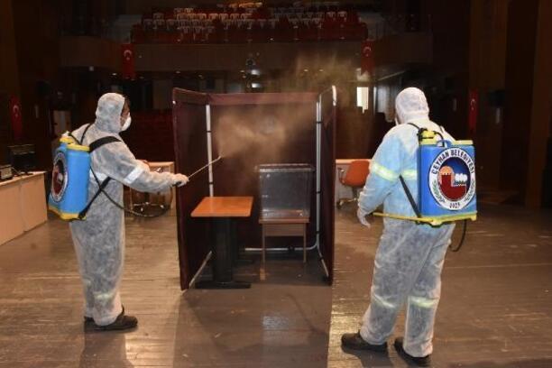 Ceyhan'da seçim yapılacak salon dezenfekte edildi