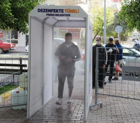 Finike'de pazar yerlerine dezenfekte tüneli