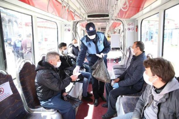 Büyükşehir Belediyesi, ücretsiz maske dağıttı