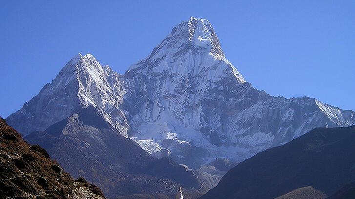 Dünyanın en yüksek dağı hangisidir ve nerededir?