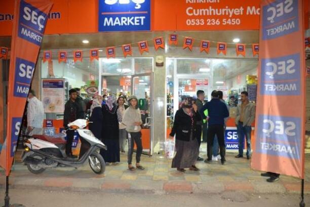 Sokağa çıkma yasağını duyan Kırıkhanlılar alışverişe koştu