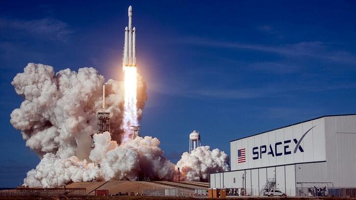 SpaceX ilk kez uzaya astronot gönderiyor! Tarihi uçuş nasıl canlı izlenir?