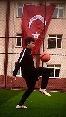 Edirneli sporcu 9 dakika 45 saniyede 845 kez top sektirdi