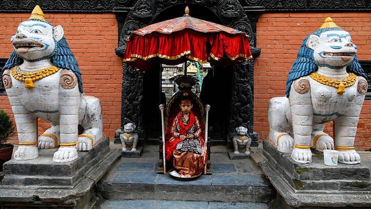 Nepal'in ayakları yere değmeyen çocukları