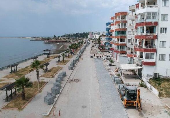 Adana'nın turizm ilçesi Karataş'ta yol çalışması başladı