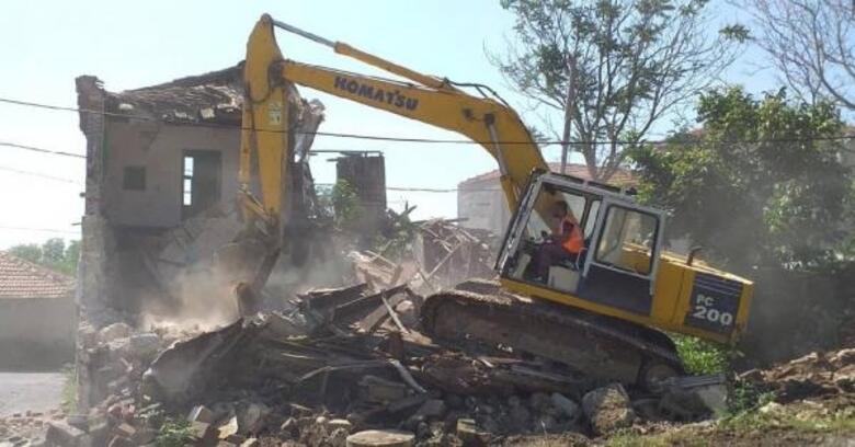 Silivri'de tehlike saçan metruk yapılar yıkıldı