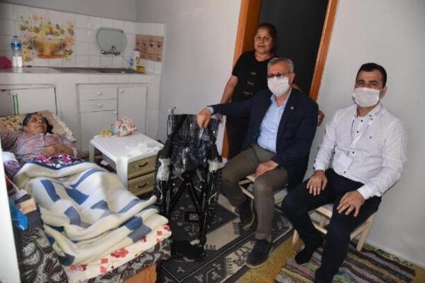 Keşan'da felçli kadına tekerlekli sandalye hediye edildi