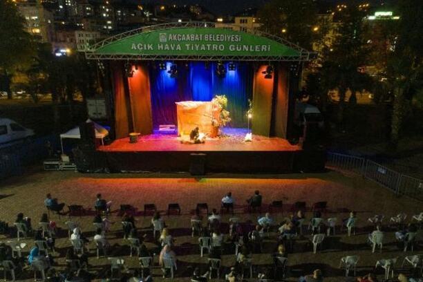Akçaabat'ta Açık Hava Tiyatrosu Günleri düzenlendi