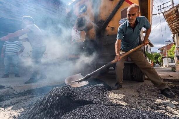 Turhal'da alt yapısı tamamlanan caddeler asfaltlanıyor