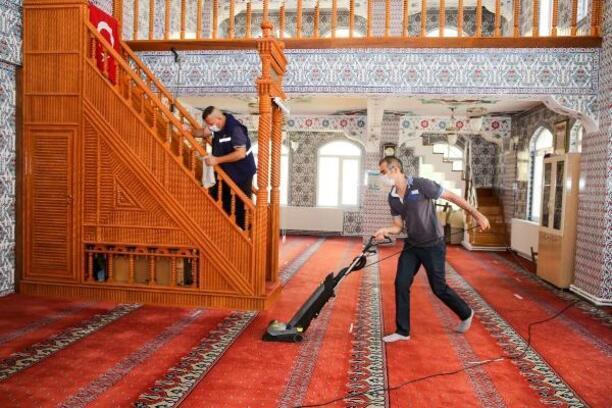 Buca'nın camilerinde bayram temizliği