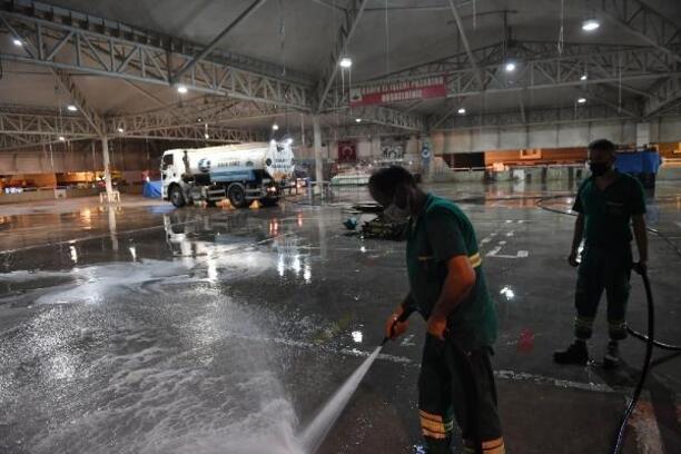 Osmangazi Belediyesi ekipleri kurban kesim yerlerinde 24 saat temizlik yapıyor