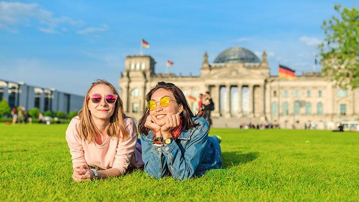 Berlin'de açık hava mekanların barlara dönüştürülmesi isteniyor