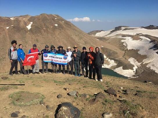 Yeni rotadan Süphan Dağı'da tırmandılar