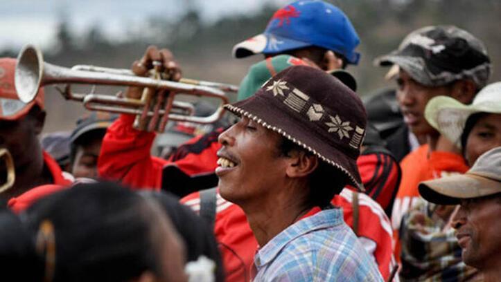 Madagaskar'da kan donduran festival Famadihana