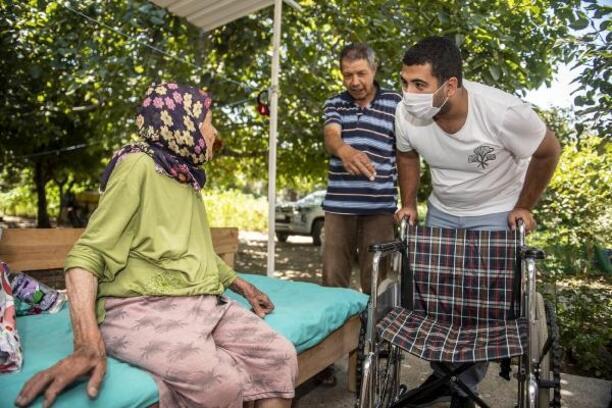 85 yaşındaki Nebiha Nine'ye tekerlekli sandalye