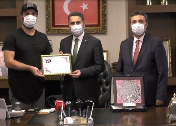 Tokat Tanıtım Filmi'nin ödülü Başkan Eroğlu'na verildi