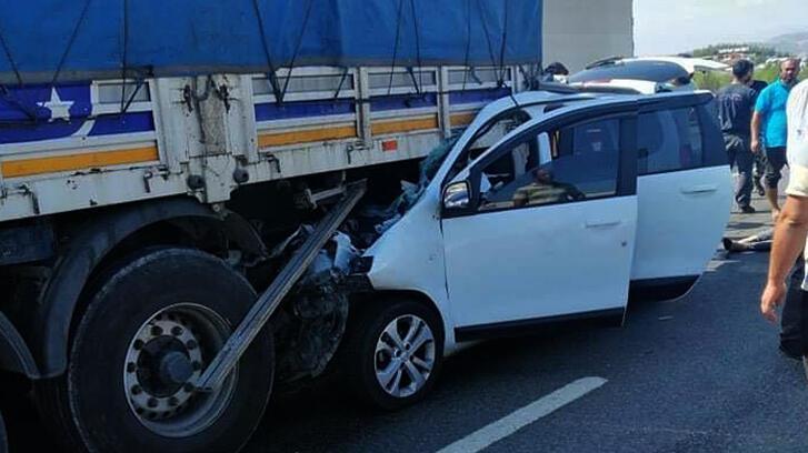 Son dakika... Gaziantep'te TIR'a çarpan araçtaki 3 kişi öldü, 2 kişi yaralandı