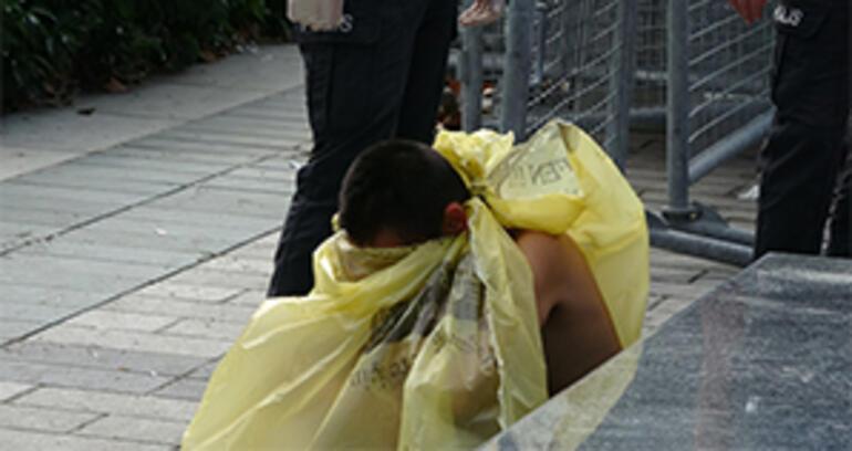 Taksim Meydanı'nda çıplak kadın şoku!