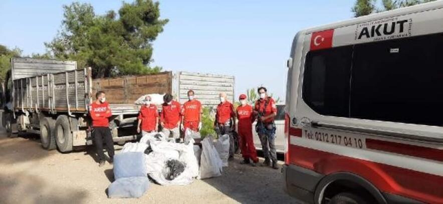Mersin'de AKUT ekibinden dik yamaçta çevre temizliği