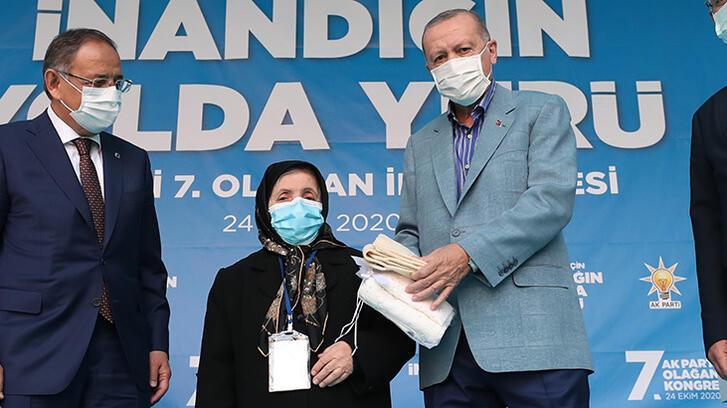 Cumhurbaşkanı Erdoğan ile Safiye teyzenin gülümseten konuşması: Senin damadının adı Bayraktar mıydı?