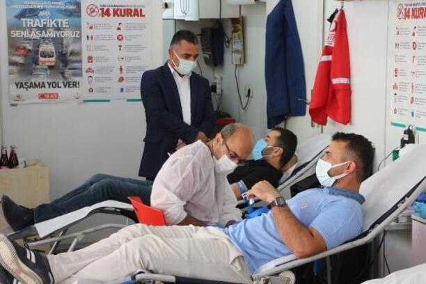 Silopi'dek sağlık çalışanlarından kan bağışı