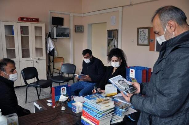 Derik Belediyesi'nden okullara 5 bin kitap