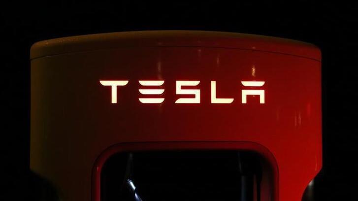 Tesla Çin'de elektrikli araba şarj istasyonları üretecek