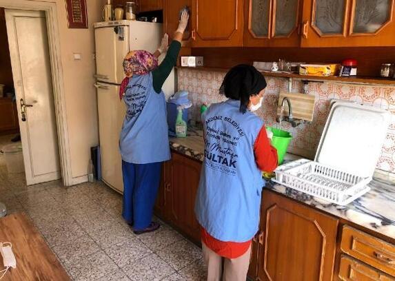 Kimsesiz ve yaşlılar, Akdeniz Belediyesi'nin himayesinde