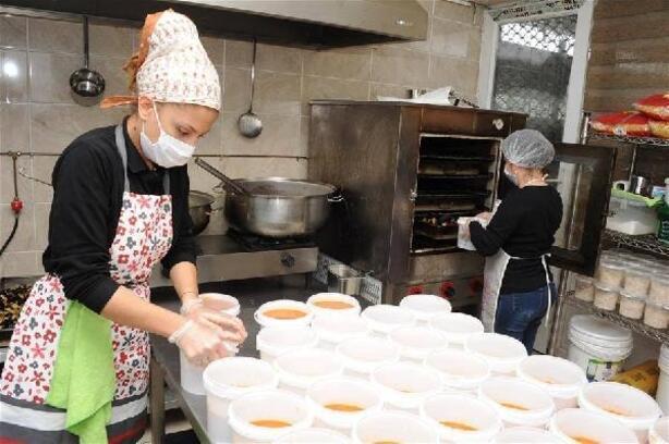 Zile'de karantinadaki evlere sıcak yemek