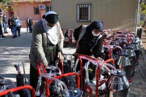 Derik'te üreticilere süt sağım makinesi dağıtıldı