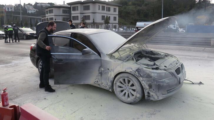 15 Temmuz Şehitler Köprüsü girişinde otomobil yandı!