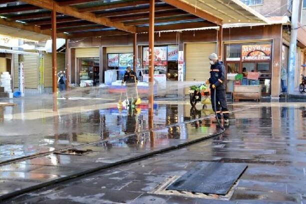 Ergani'de yoğunluk yaşanan yerler deterjanlı su ile yıkandı