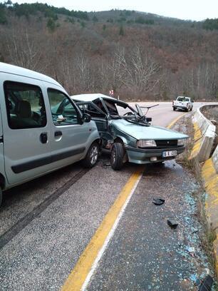 Bursa'da hafif ticari araç ile otomobil çarpıştı; 1 yaralı