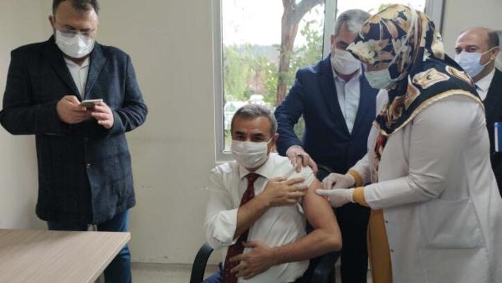 Osmaniye'de ilk koronavirüs aşısı yapıldı
