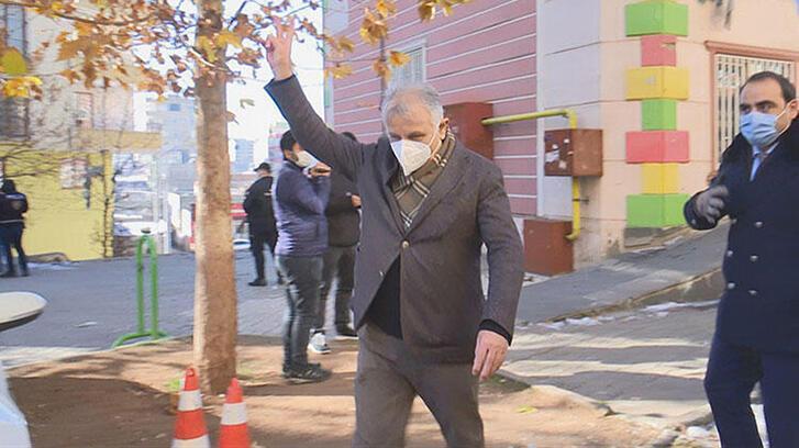 Evlat nöbetindeki ailelere zafer işareti yapan HDP'li vekil hakkında soruşturma
