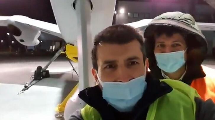 Selçuk Bayraktar o anları paylaştı: Yuvadan uçmadan önce son selfie!