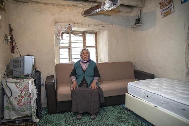 Mersin'de 81 yaşındaki Emiş Teyze'nin evi yenilendi