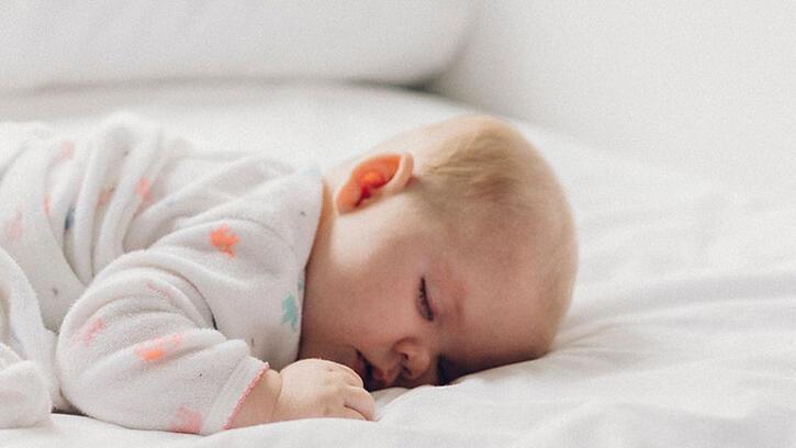 Bebeklerde yastık kullanma hakkında bilgiler