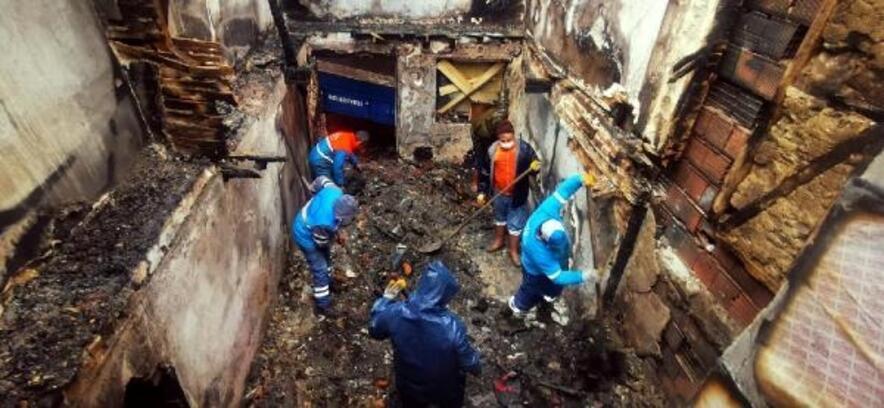 Yangının mağduru iki aileye Kuşadası Belediyesi'nden yardım eli